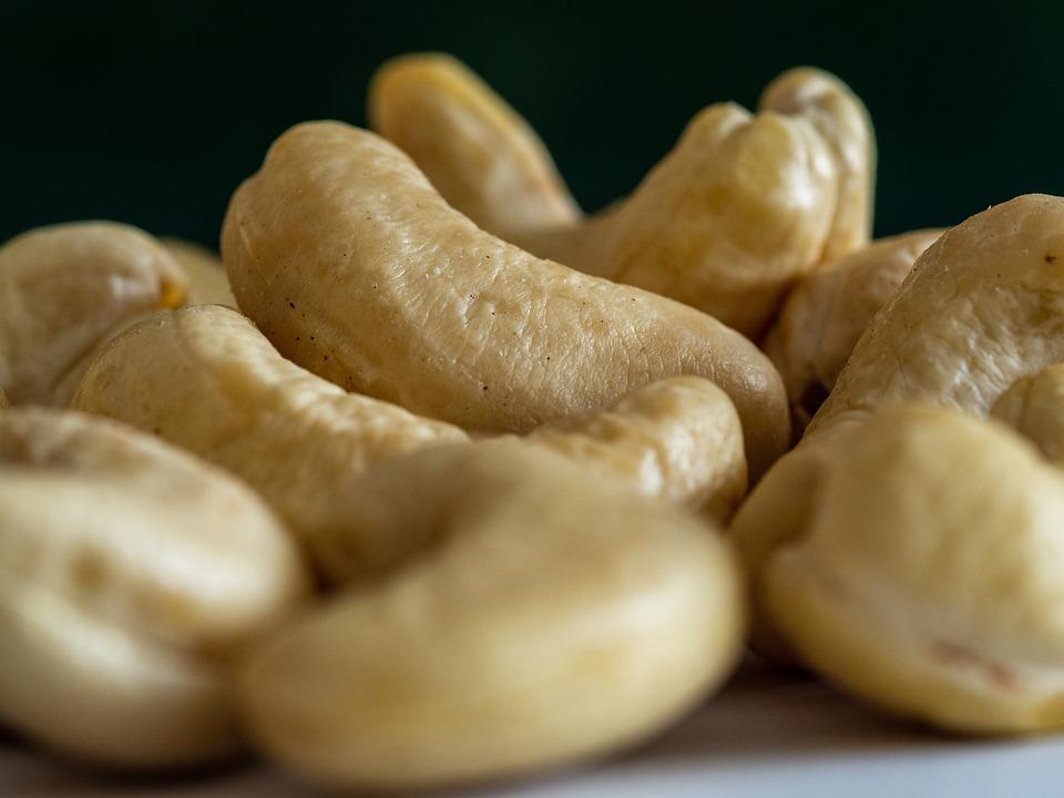 cashew-5120349_960_720